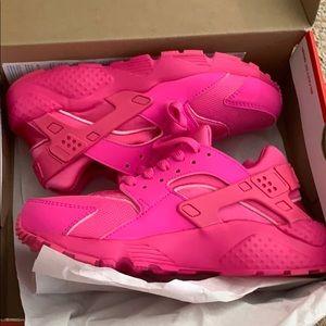 New in box Pink Nike Hurrache Run